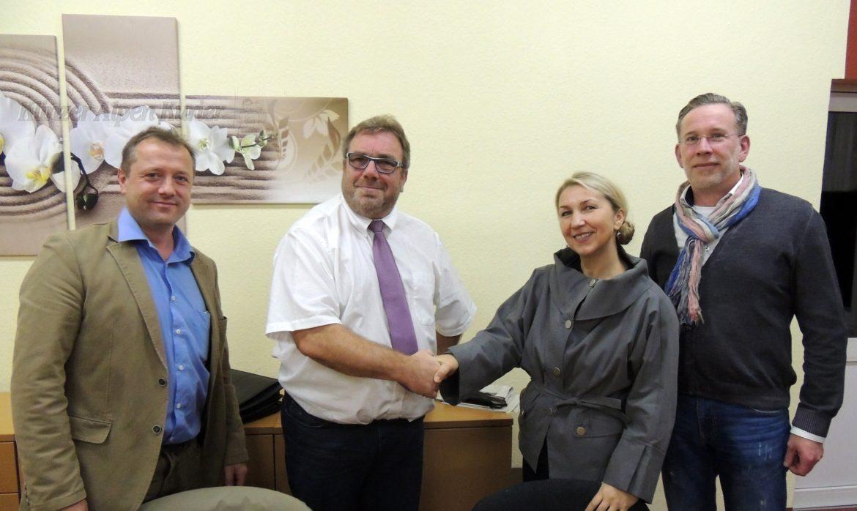Bogumila Jacksch und Hans-Werner Kraul mit den Moderatoren Oliver Wolf und Alexander Burggräf